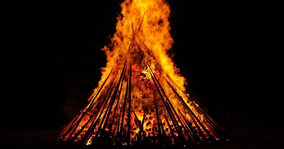 Midsummer bonfire for article on Summer Solstice www.titlesussex.co.uk